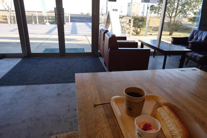 霞ヶ浦「かすみキッチン」カフェメニューと窓からの景色