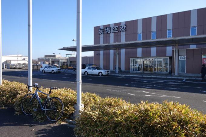 茨城空港から霞ヶ浦にスタートするロードバイク