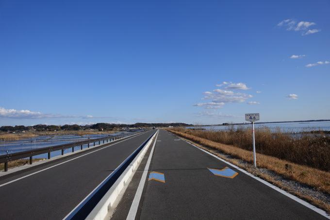 霞ヶ浦北部のサイクリングロードの風景
