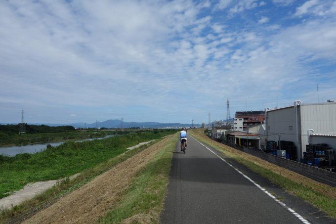 桂川サイクリングロードの風景