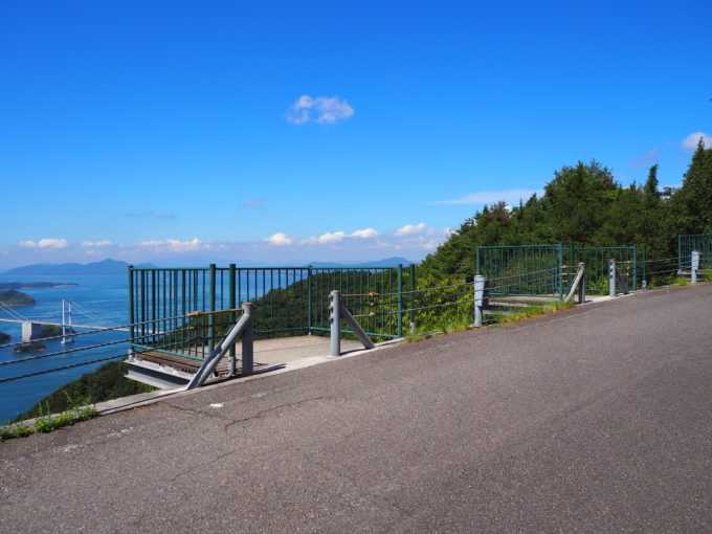 しまなみ海道大島 亀老山の道路沿いの展望台