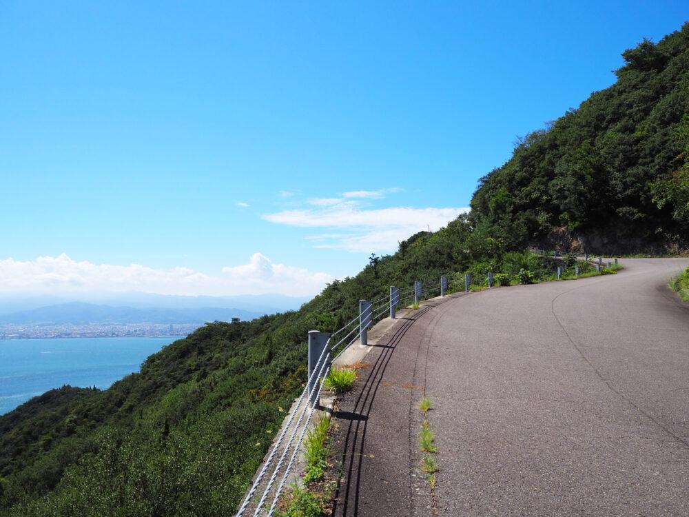 しまなみ海道大島 亀老山山頂手前の斜度のある道