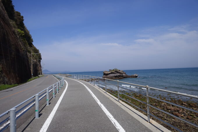 国東半島サイクリングロード 奈良原海岸の金比羅岩