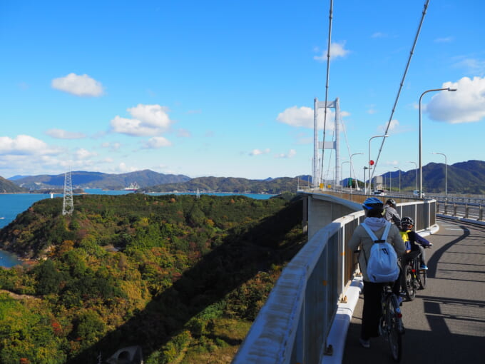 しまなみ海道 来島海峡大橋の橋上の景色