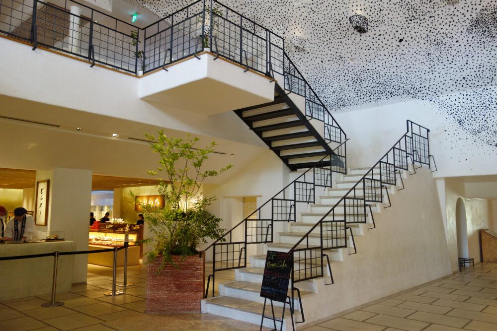 ラコリーナ近江八幡 メインショップ中央の階段