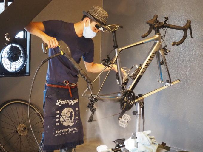 ロードバイク洗車専門店 ラバッジョの洗車 車体の水洗い