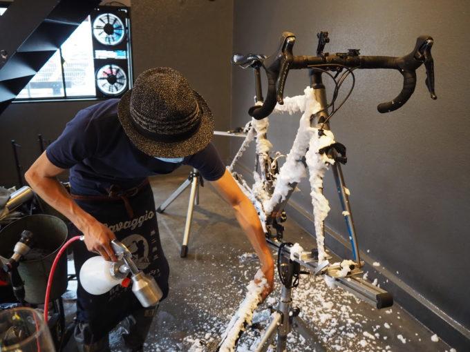 ロードバイク洗車専門店 ラバッジョの洗車 タイヤの洗剤塗布1