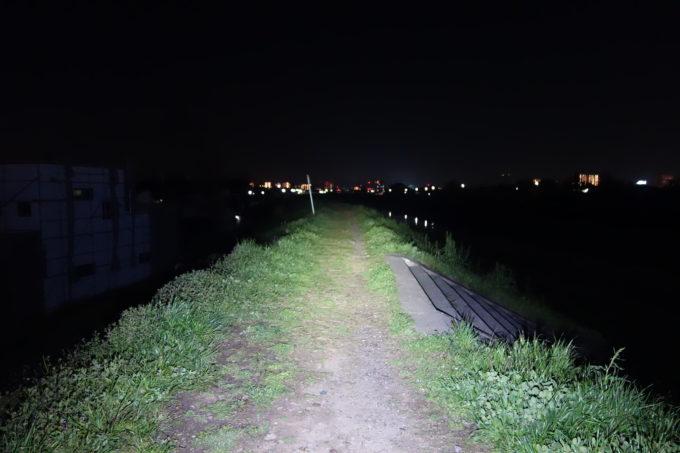 1600ルーメンライトの明るさイメージ