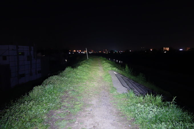 1800ルーメンライトの明るさイメージ