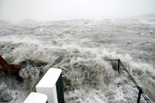 南三陸防災対策庁舎の屋上が津波に襲われた瞬間