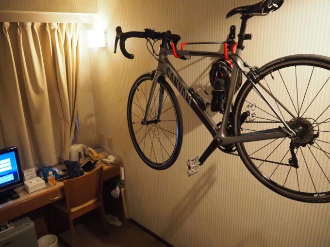 沼津グランドホテル サイクルハンガーのある室内