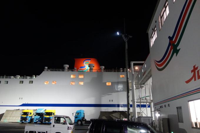 愛媛東予港に着いたオレンジフェリー