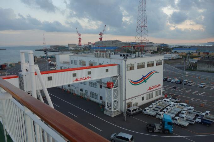 愛媛東予港に入港したオレンジフェリーからの景色