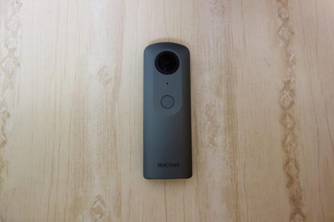 360度カメラ リコーシータV 本体裏面ボタン部分