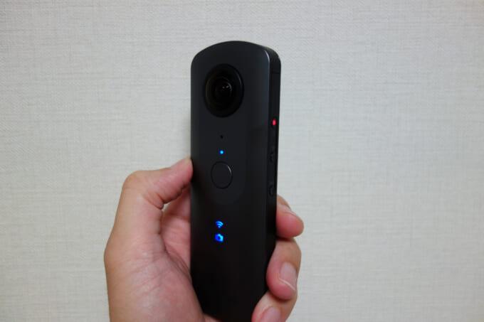 360度カメラ リコーシータV ランプ点灯の外観