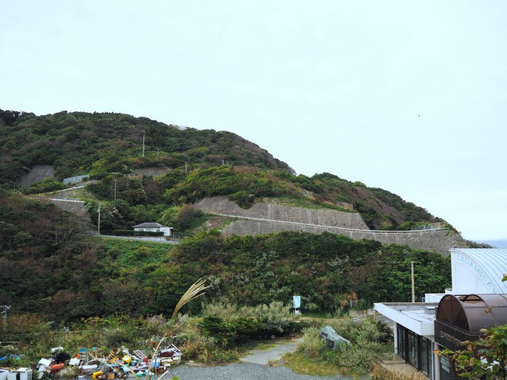 佐田岬灯台までの絶壁の道路