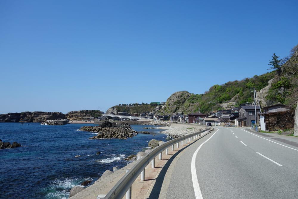 佐渡島の西岸の道路