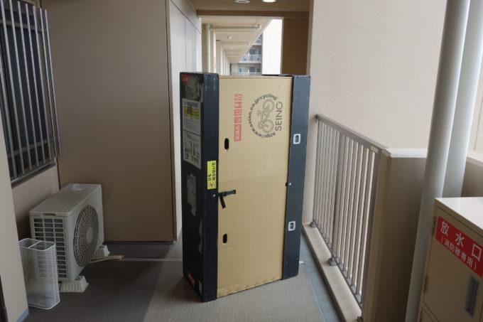 西濃運輸カンガルー自転車イベント便 レンタル輪行箱を縦置きした大きさイメージ
