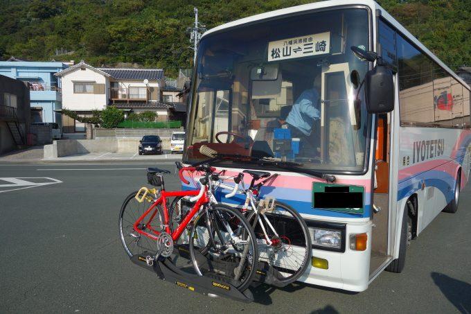 ロードバイクをラックに乗せた伊予鉄サイクルバス