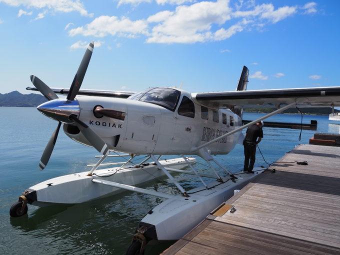 しまなみ海道を遊覧飛行する飛行機の機体外観