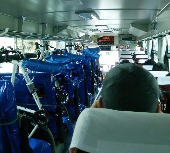 しまなみサイクルエクスプレス 自転車を乗せたバス車内