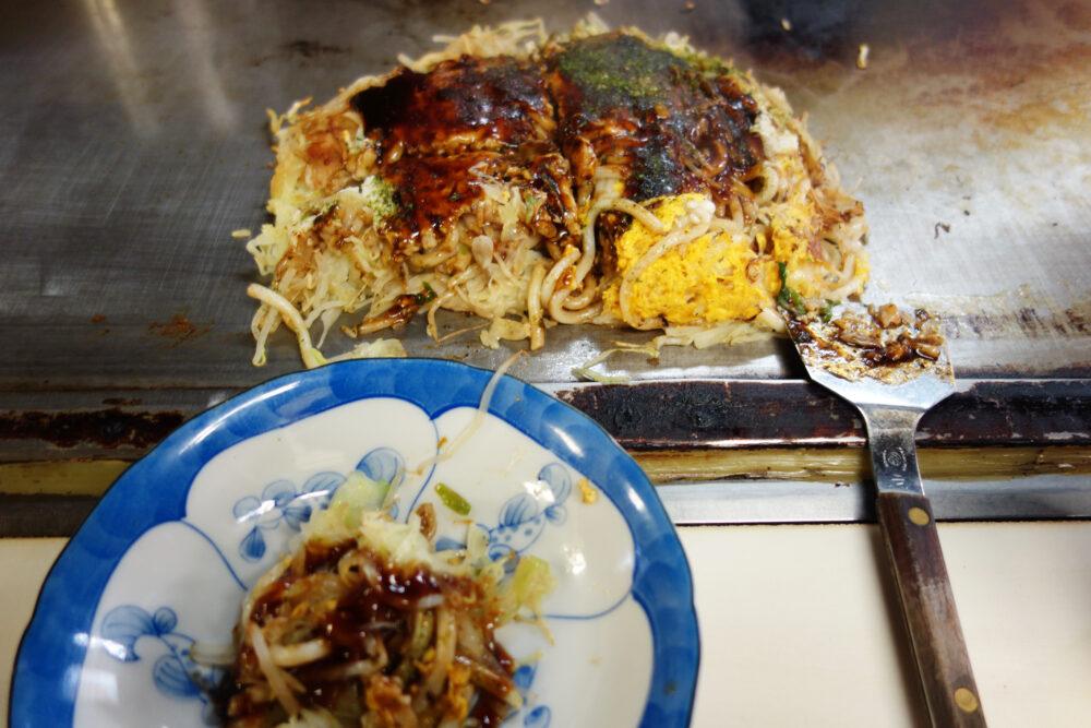 しまなみ海道因島のお好み焼き「いんおこ」 切り分けたお好み焼き