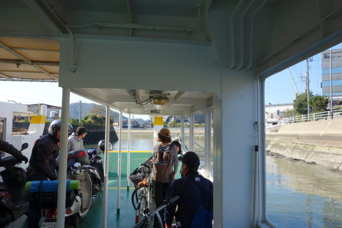 尾道~向島間の渡船で渡航中
