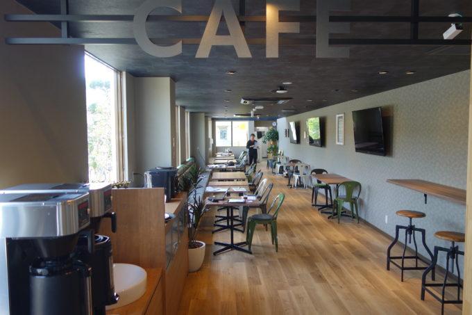 しまなみ海道大三島 サイクリストホテル IKIDANE CYCLIST HOSTEL & CAFE SHIMANAMIのカフェスペース