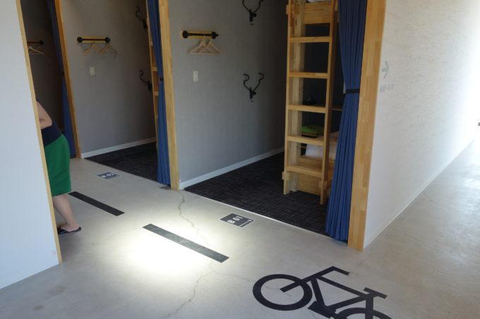 しまなみ海道大三島 サイクリストホテル IKIDANE CYCLIST HOSTEL & CAFE SHIMANAMIの廊下