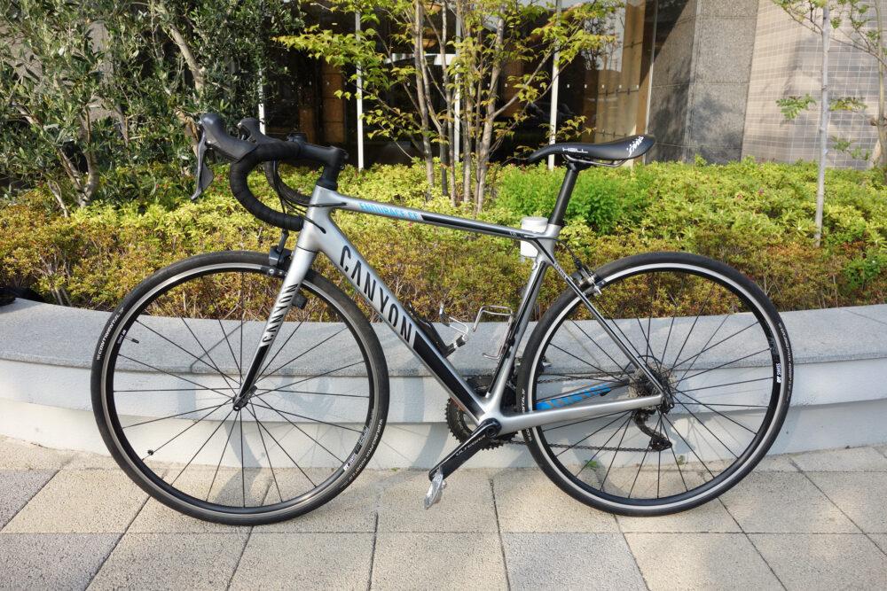 SELLE-SMPサドルを付けたロードバイク