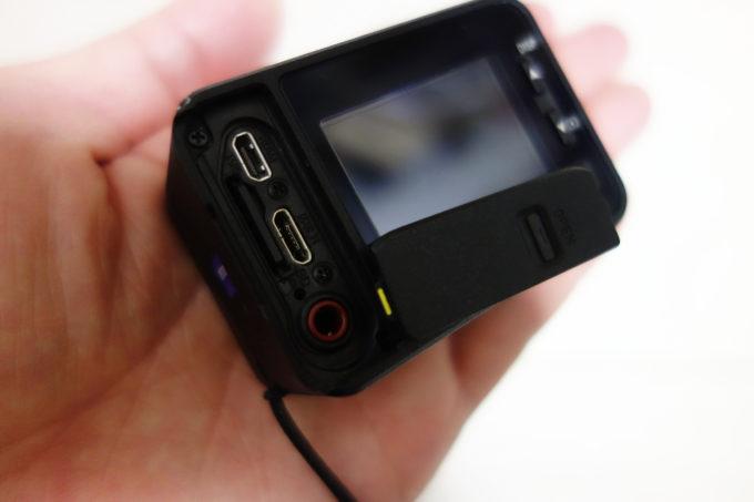 ソニーのデジタルカメラRX-0 SDカード挿入部分