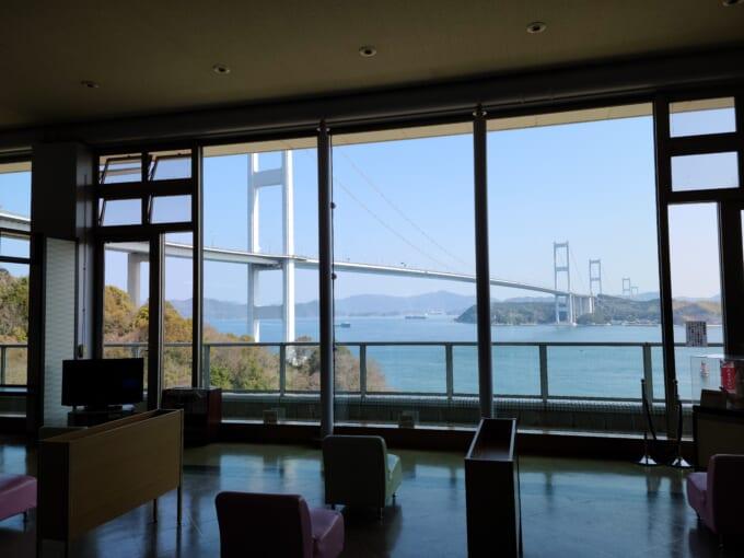 サンライズ糸山の窓から見る来島海峡大橋