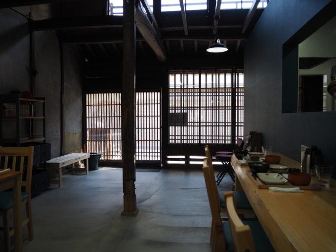しまなみ海道生口島 しおまち商店街「食堂あおり」広い店内