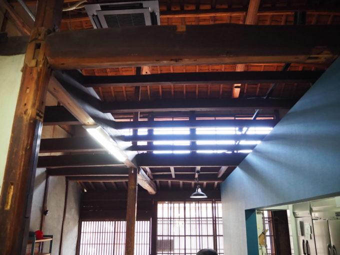 しまなみ海道生口島 しおまち商店街「食堂あおり」広い天井