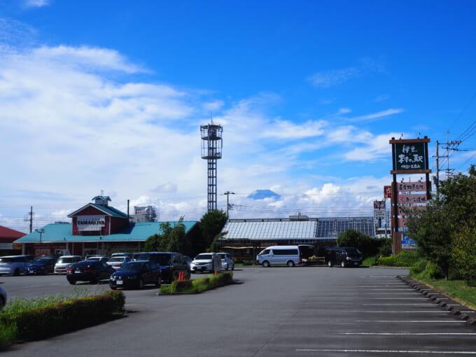 TAMAGOYA 伊豆・村の駅駐車場