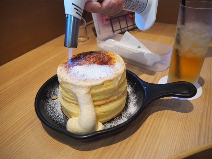 TAMAGOYAのブリュレパンケーキ キャラメリゼ1