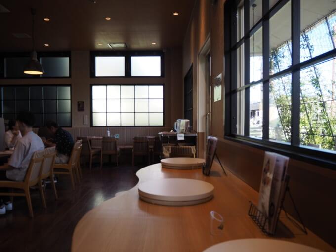 TAMAGOYAカフェの店内