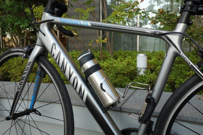サーモスのロードバイク専用ボトル ストローボトルFFQ-600 拡大