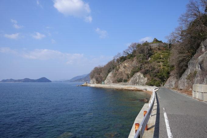 とびしま海道 大崎下島の海沿いの道路