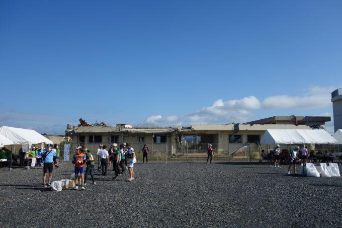 気仙沼向洋高校の旧校舎「波路上・伝承館(はじかみ・でんしょうかん)」全体が沈んだと思われる平屋建ての建物