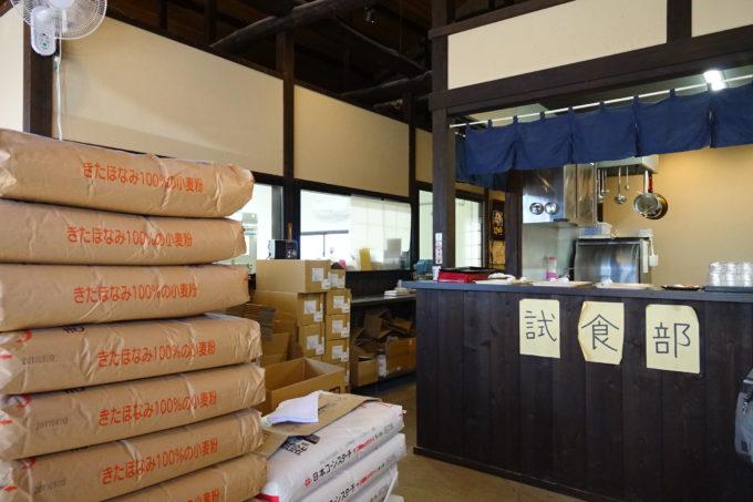 つくばりんりんロード 松屋製麺所の試食エリア写真