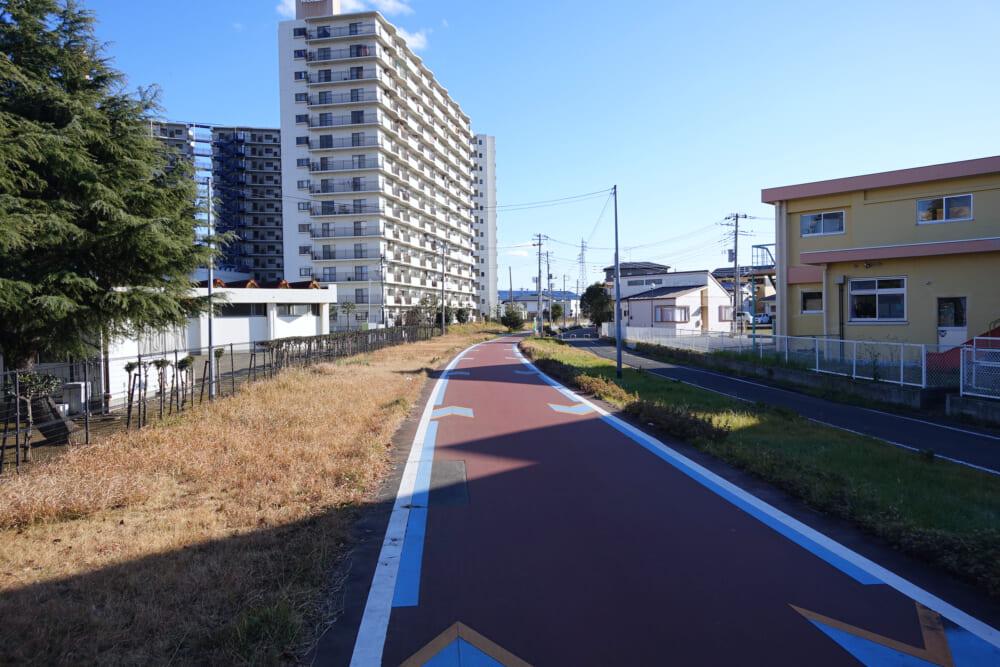 つくば霞ヶ浦りんりんロード 土浦駅近くのサイクリングロードの風景