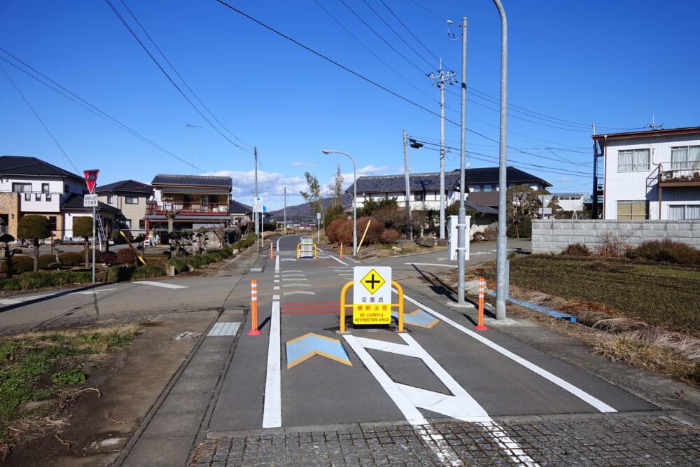 つくば霞ヶ浦りんりんロード 交差点の一時停車標識