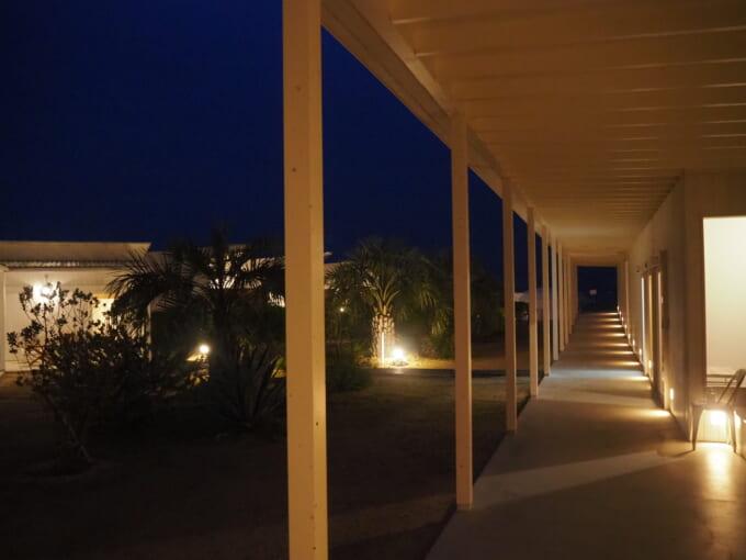夜のWAKKAの廊下
