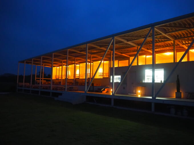 夜のWAKKAカフェコーナー