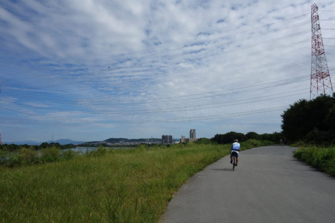 淀川サイクリングロードの広い河川敷
