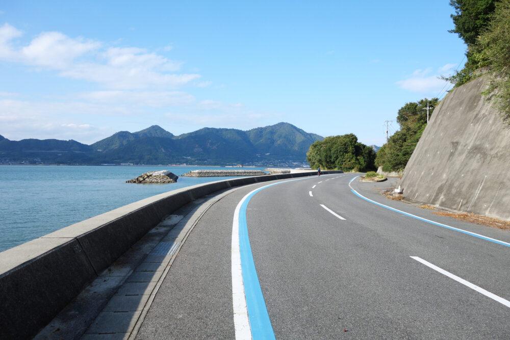 岩城島を一周するブルーライン