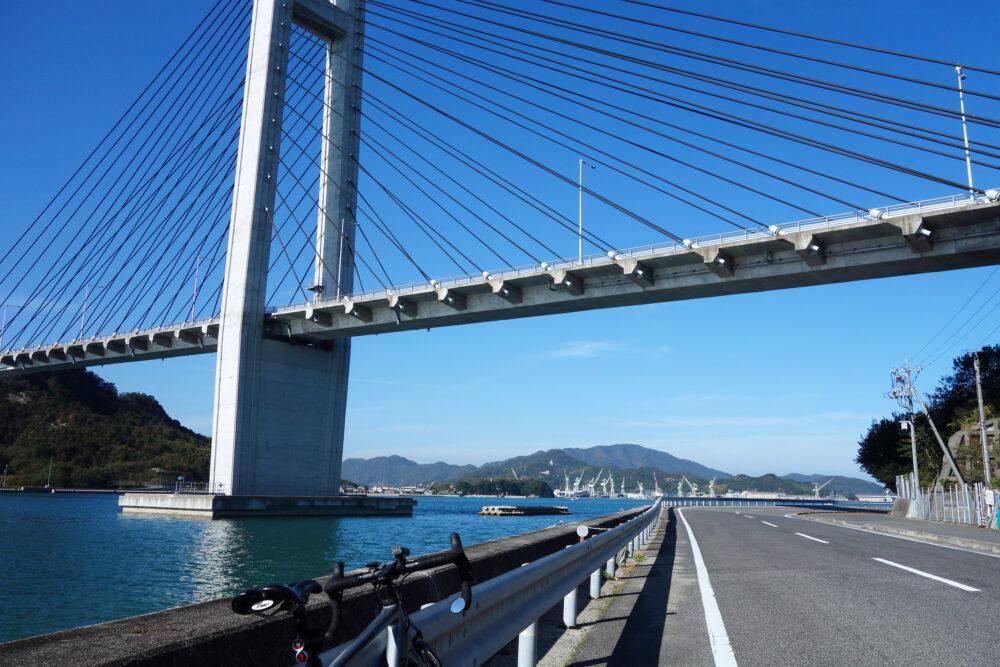 ゆめしま海道佐島 生名橋を見上げる景色