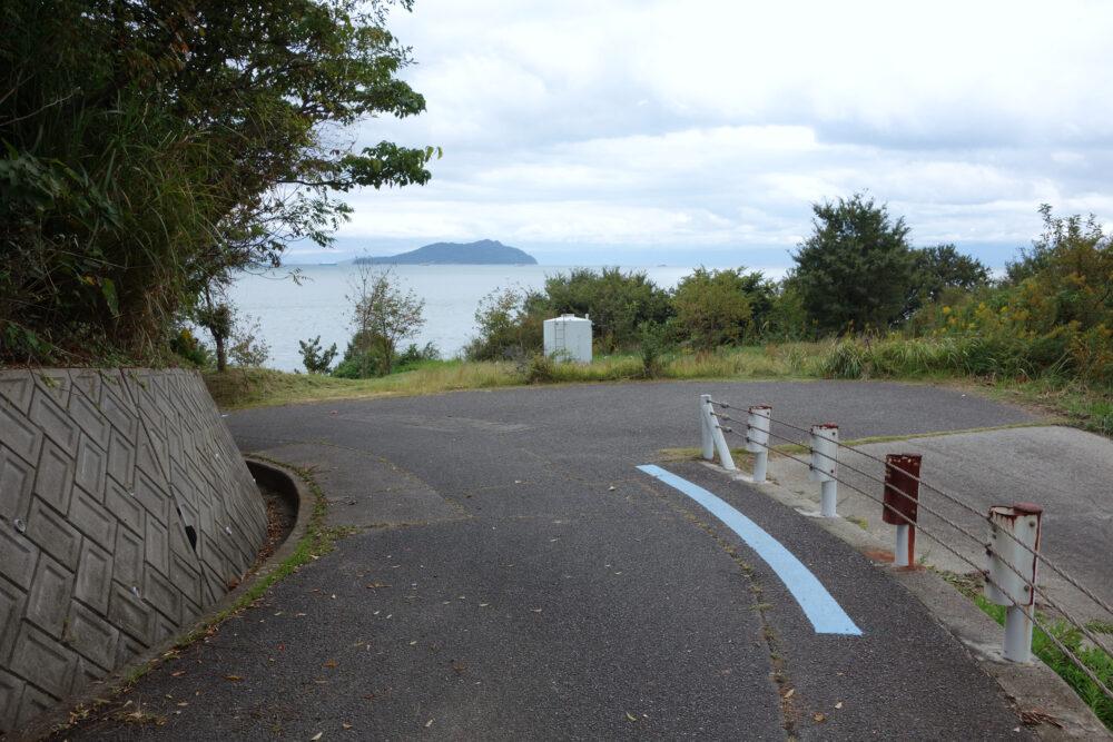 ゆめしま海道 佐島の山中のブルーライン