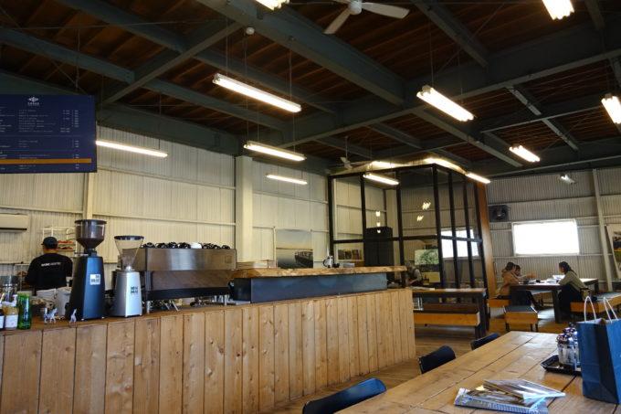 ゼブラコーヒー&クロワッサン 店内の広い空間